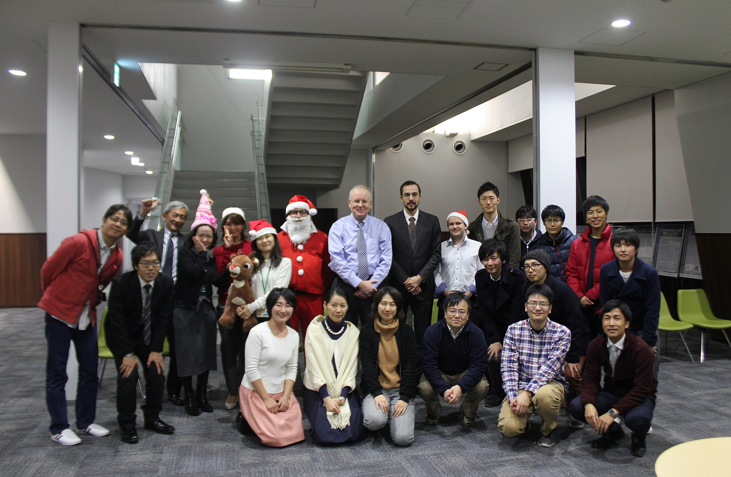 We participated in the 2016 / I2CNER Christmas party and year-end party.