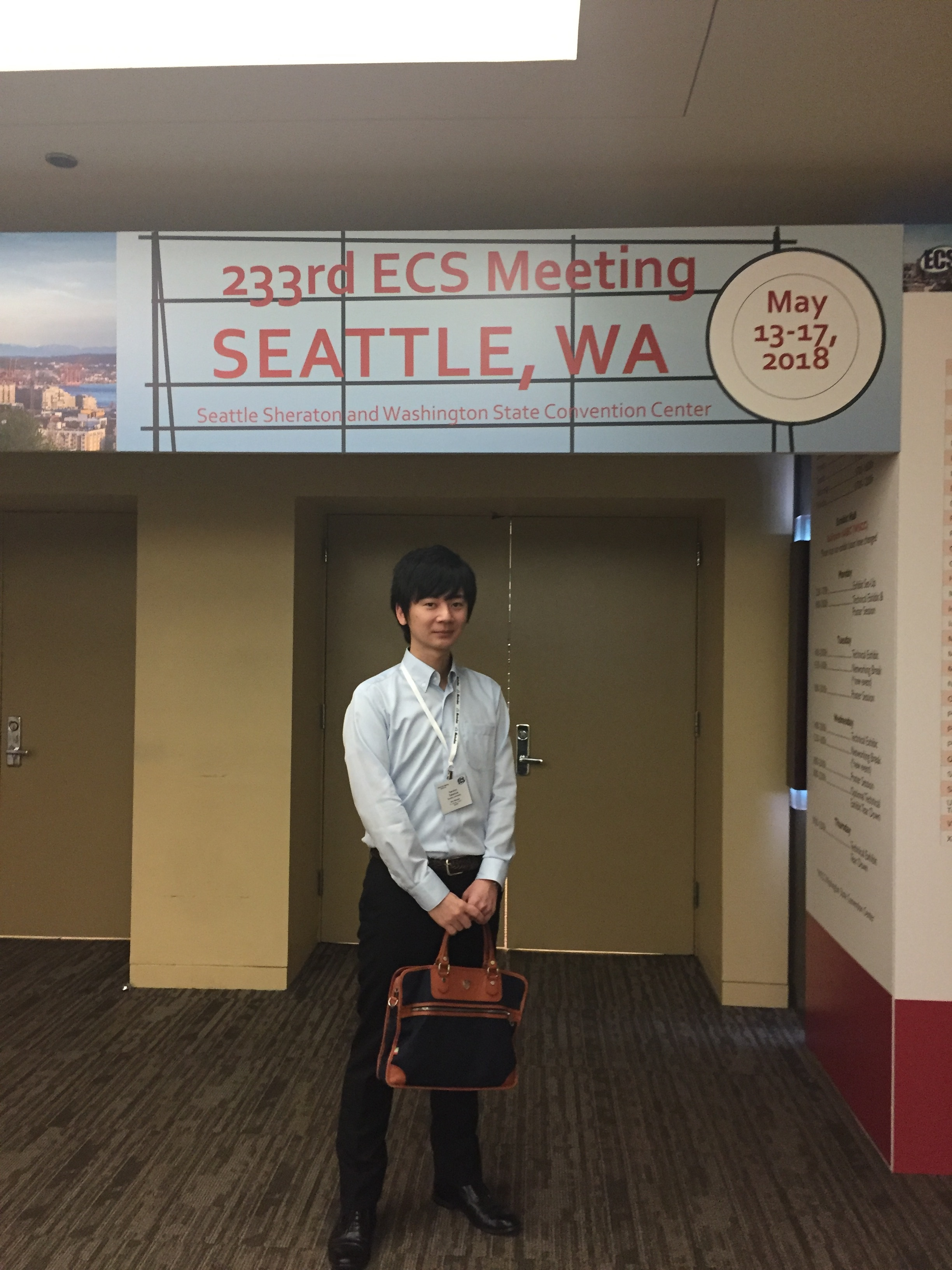 Takamura(D3) gave a paper on 233rd ECS MEETING.